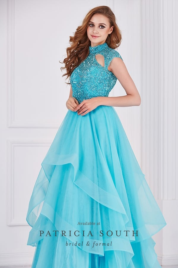 PS61020 - Prom Gown Look Book