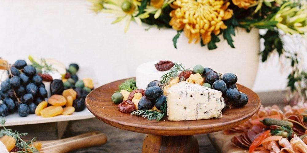 739799 summer wedding cocktail hour ideas 1000x500 - Summer Wedding Cocktail-Hour Ideas: Fresh Food Stations