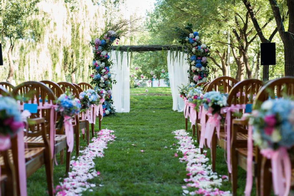 Wedding Arch - 3 Tips for Having a Fabulous Backyard Wedding