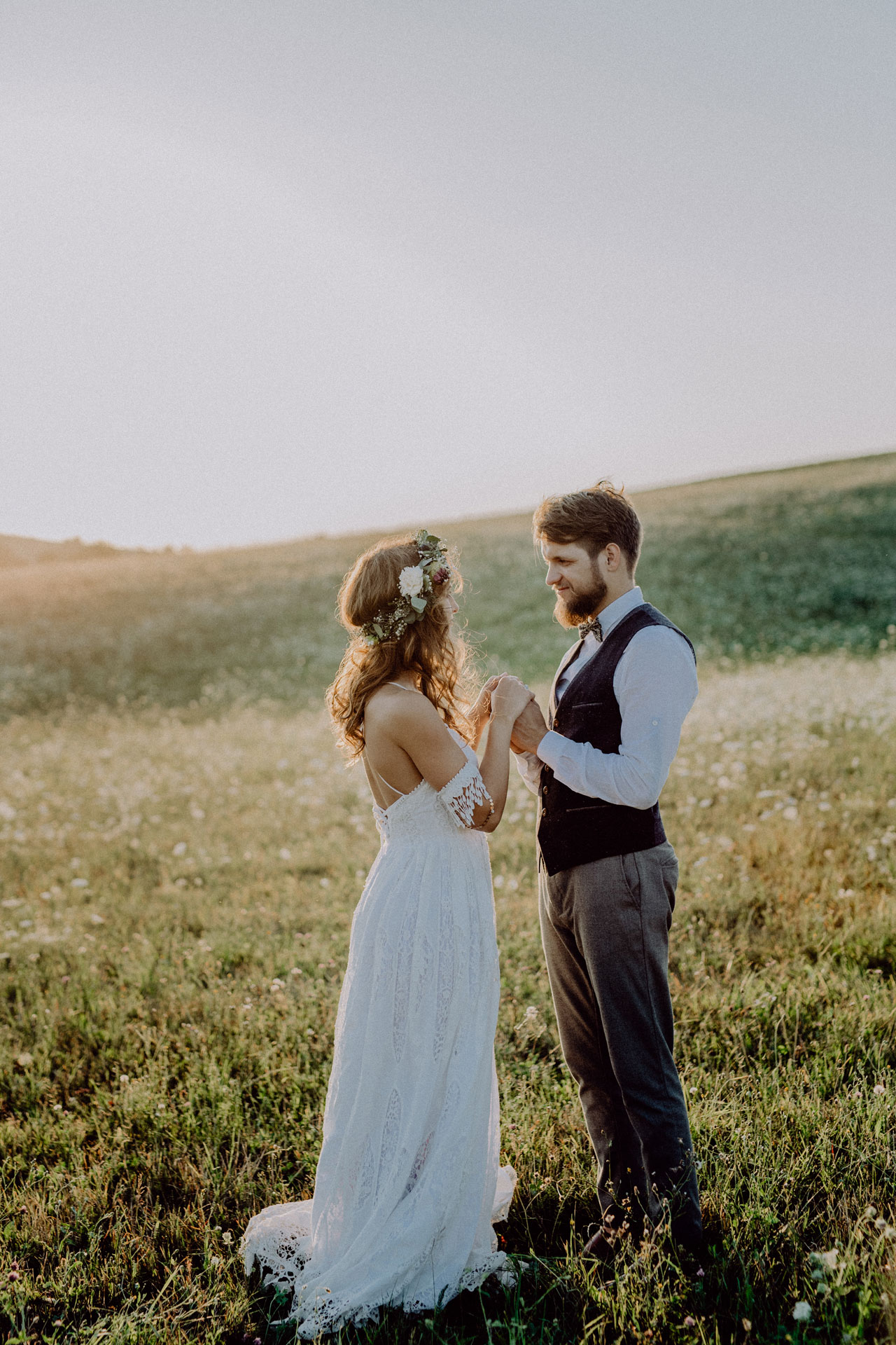 beautiful bride and groom at sunset in green natur P8VNZSM gallery - Our Bridal Store